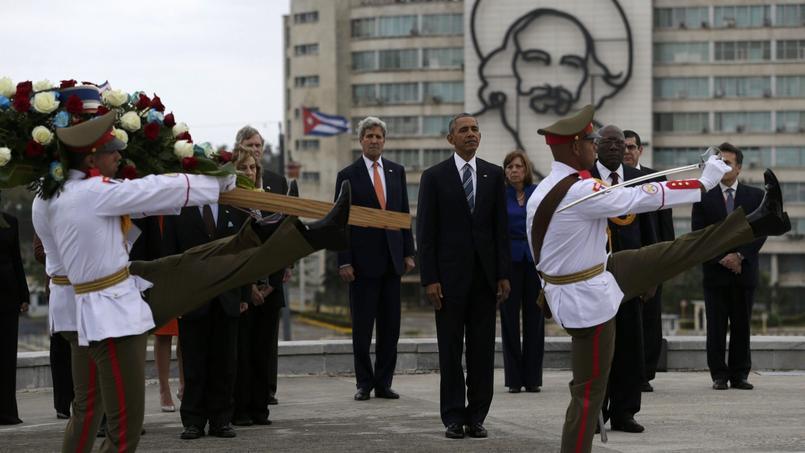Avant de se rendre au palais de la Révolution, M. Obama avait rendu un hommage à José Marti, père de l'indépendance cubaine, lors d'une brève cérémonie à laquelle n'assistait pas le président cubain, qui ne s'était pas non plus déplacé à l'aéroport dimanche.