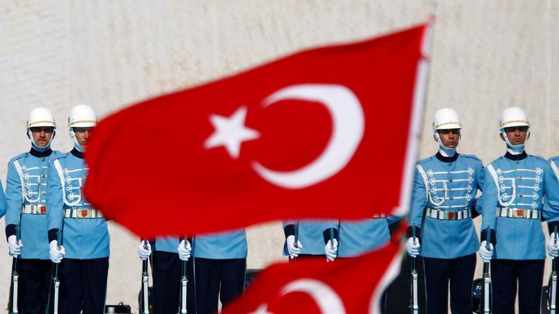 La Garde présidentielle turque. Depuis l'arrivée au pouvoir de l'AKP en 2002, les autorités turques, accusées de néo-ottomanisme, multiplient les références au passé impérial.