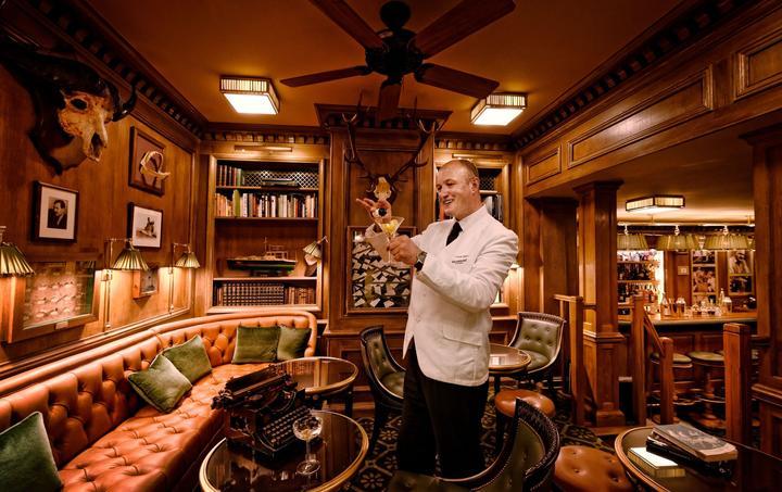 Le bar Hemingway où opère le très médiatique Colin Peter Field, élu plusieurs fois meilleur barman du monde. Là encore rien n