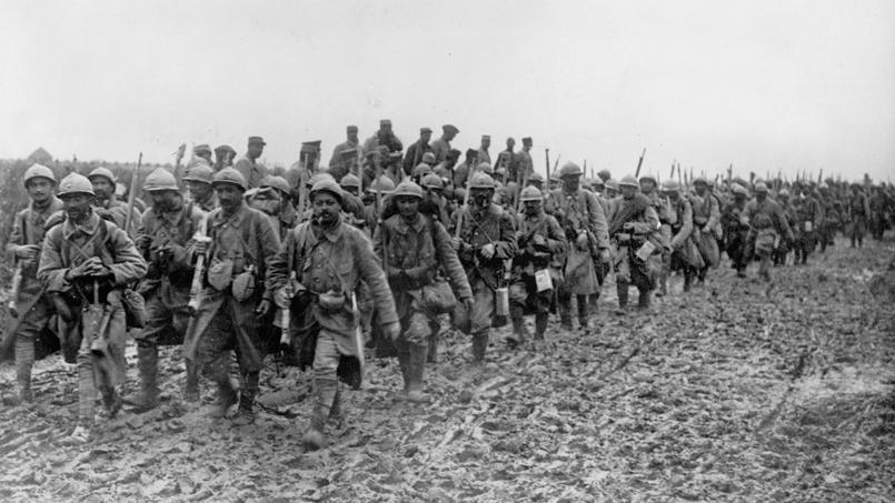 Soldats français dans la boue pendant la bataille de la Somme, en 1916.