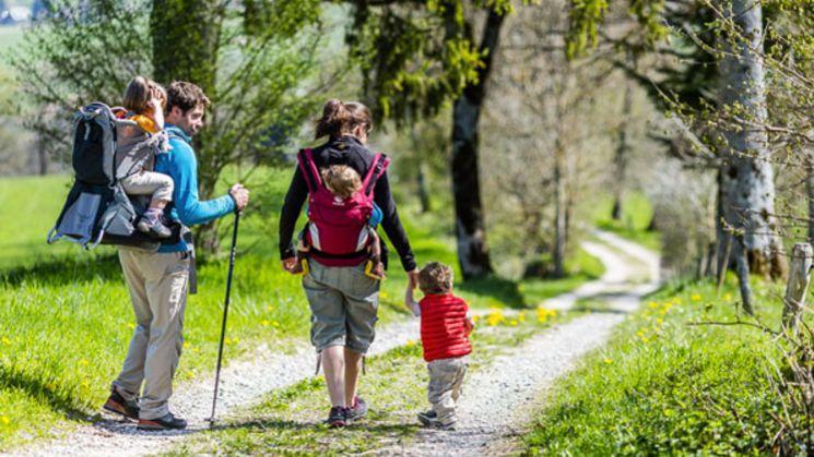 Partir en randonnée avec ses enfants, c'est possible dès leur plus jeune âge.