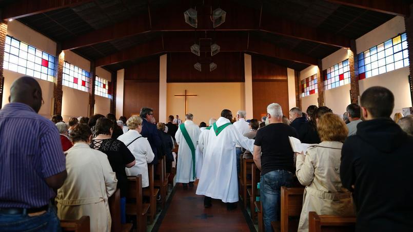&  # xC0; Saint - & # XC9; take-du-Rouvray, the  & # xe9; church & # xe9, was packed for  Mass 18 & # xa0; hours organized & # xe9  e before awake & # xe9 e