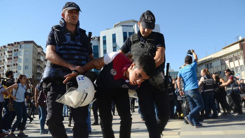 Des arrestations ont eu lieu à Diyarbakir. Des étudiants protestaient contre les suspensions de professeurs.