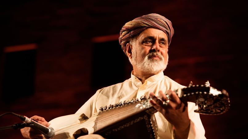 Daud Khan Sadozai, grand maître du rubab, sorte de sitar afghan, au festival de Jodhpur en 2016.