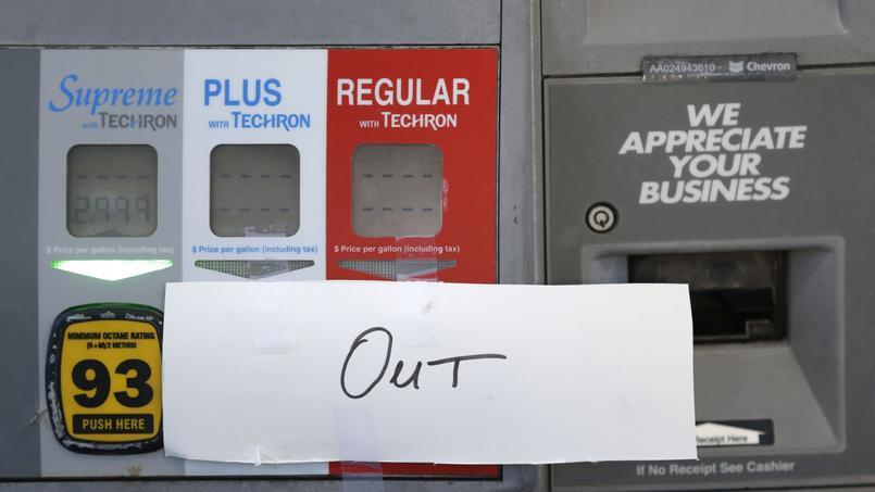 Certaines stations-service de Floride n'avaient plus d'essence, les habitants s'étant rués pour faire le plein.