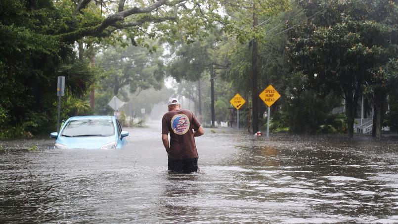 A Sainte-Augustine, en Floride, vendredi, les fortes pluies accompagnant l'ouragan Matthew ont provoqué des inondations dans les rues de la ville.
