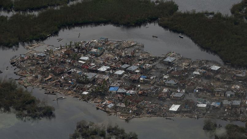 Les maisons de Corail, comme dans de nombreuses autres villes, ont été détruites et sont recouvertes de boue.