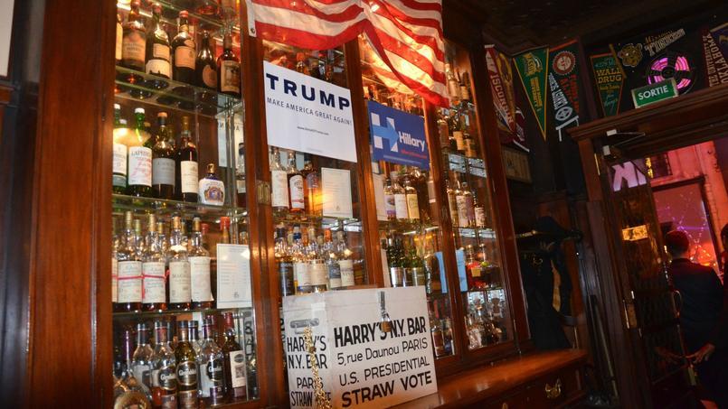 Placée à l'entrée du bar, l'urne intrigue les clients qui ne sont pas tous au courant du «straw vote».