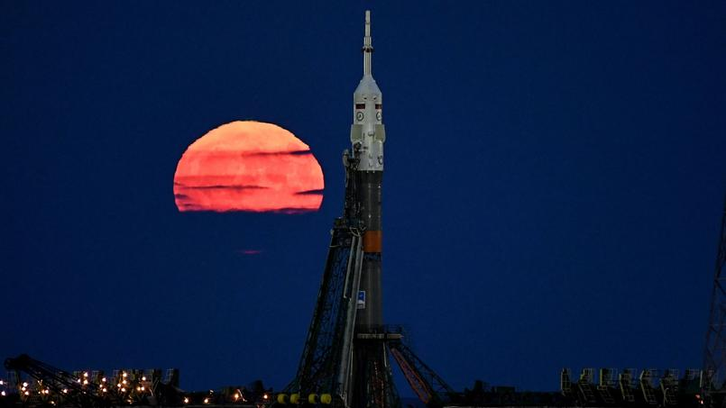 La super lune vue du cosmodrome de Baïkonour au Kazakhstan