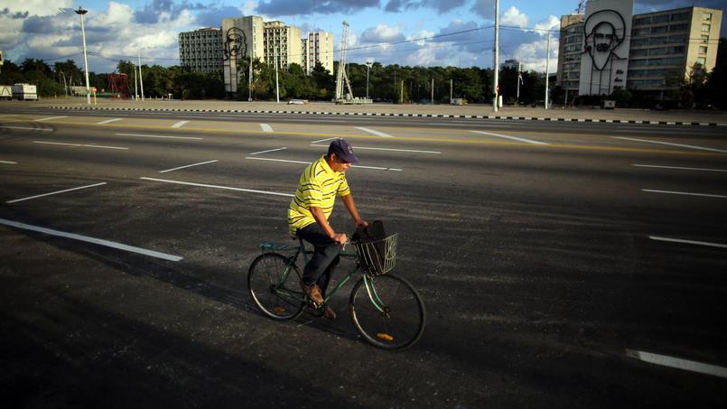 Dans La Havane, les rues étaient totalement désertes dimanche.