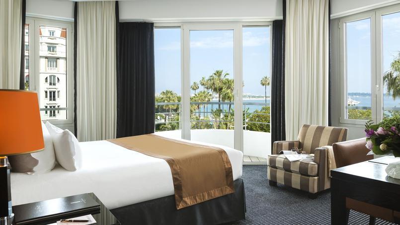 Une chambre d'hôtel avec vue sur la mer. © Fabrice Rambert