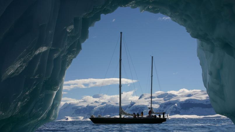Au moteur, au large des côtes du continent blanc. © Allibert Trekking