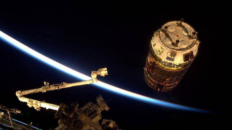 Le cargo HTV n'est plus qu'à quelques mètres de la station qu'il vient ravitailler.  Crédits photo: ESA/NASA