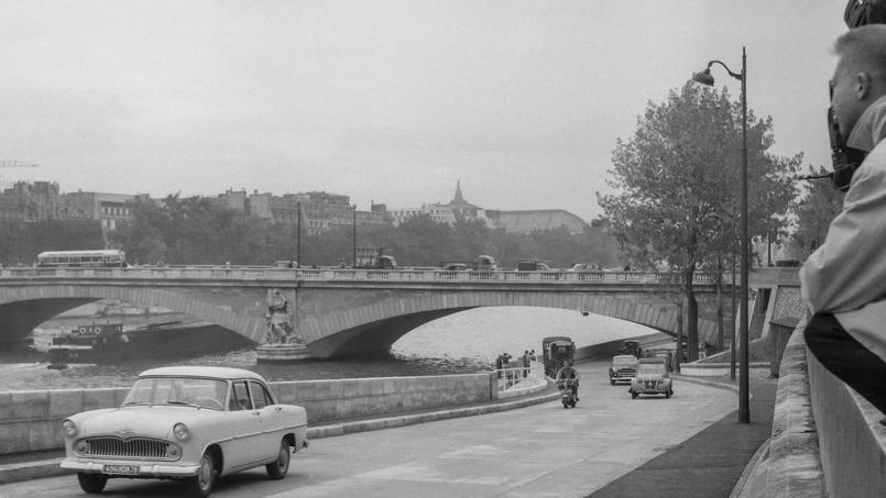 Ouverture de la prolongation de la voie sur berge, (Pont de l'Alma) à Paris le 5 octobre 1960.