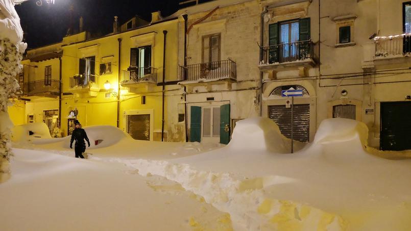 La ville de Santeramo in Colle près de Bari dans le sud de Italie est recouverte par la neige.