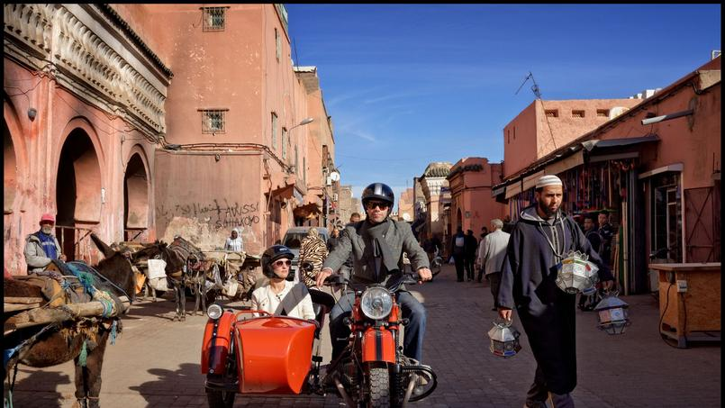 Nous voilà, nez au vent, pour une première virée en side-car dans les rue de Marrakech pour découvrir la ville et s'y perdre ...