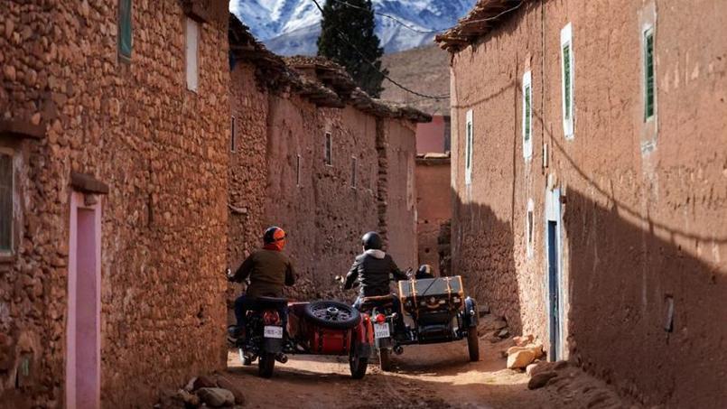 Traversée d'un village berbère.