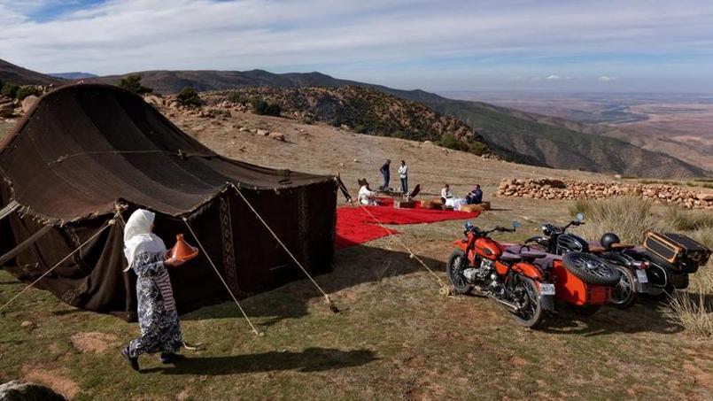 Pause déjeuner dans un campement berbère.