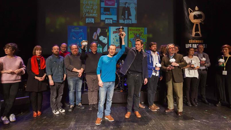 Photo de groupe des laurétas 2017, avec au centre, Philippe de Pierpont et Éric Lambé, auteur de «Paysage après la bataille», le Fauve d'or.