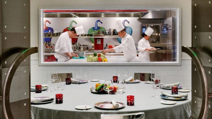 Le nec plus ultra au Peninsula: réserver la table dressée dans les cuisines du restaurant gastronomique.