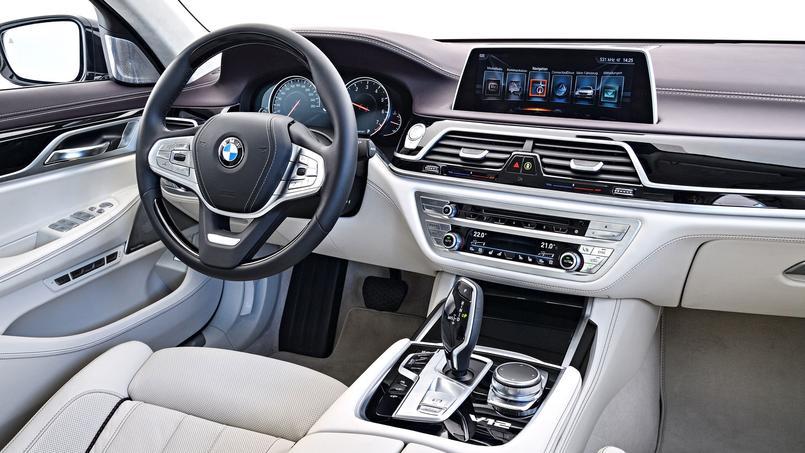 La M760Li xDrive propose un univers de confort et de technologies qui représente l'état de l'art automobile actuel.