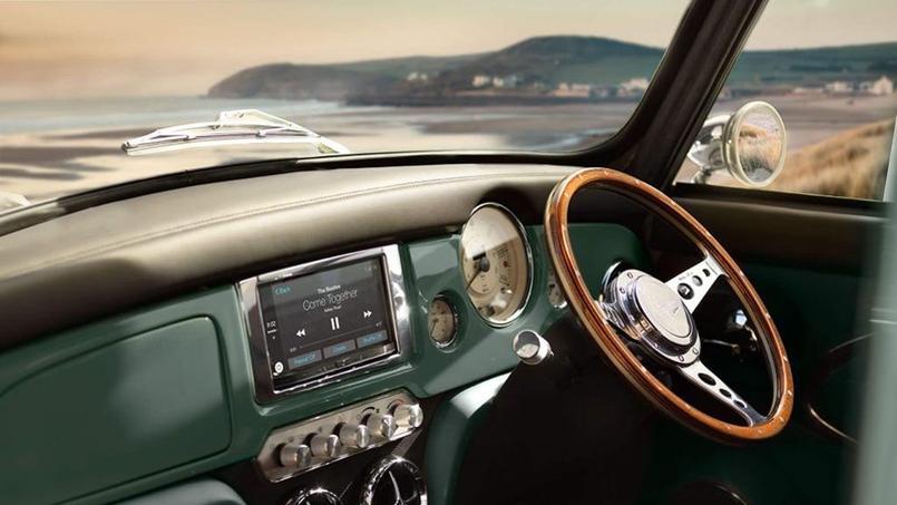 GPS, connectivité étendue, climatisation, cette néo-Mini dispose de tout le confort moderne.