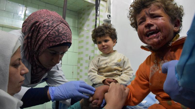 Un enfant victime de l'attentat soigné dans un hôpital de la partie ouest d'Alep.