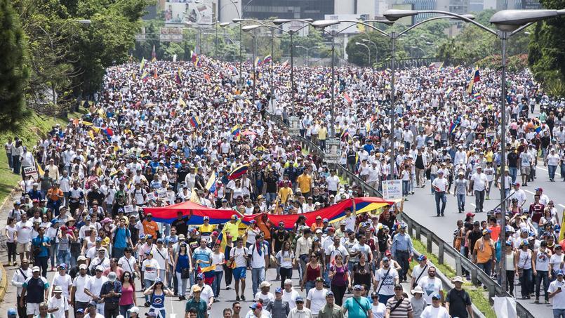 Des milliers de manifestants se sont réunis dans les rues de Caracas.
