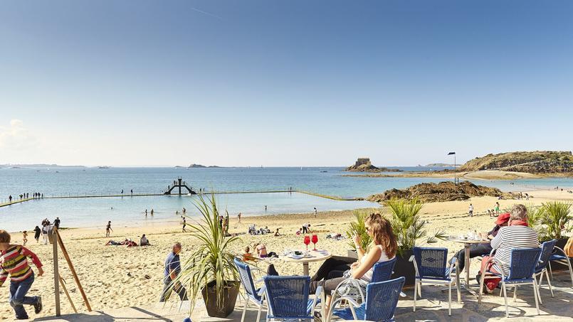 Sur la terrasse du Bar du Soleil, près de la plage de Bon Secours. © A Lamoureux