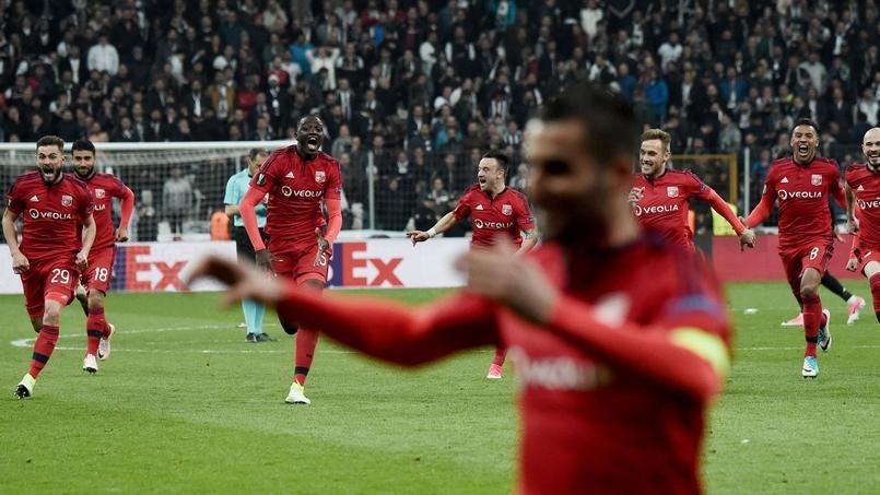 Les Lyonnais célèbrant leur victoire hier soir face aux Turcs du besiktas