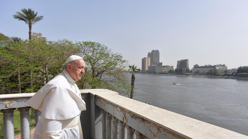 Le pape François face au Nil pour son deuxième jour au Caire, le 29 avril 2017.