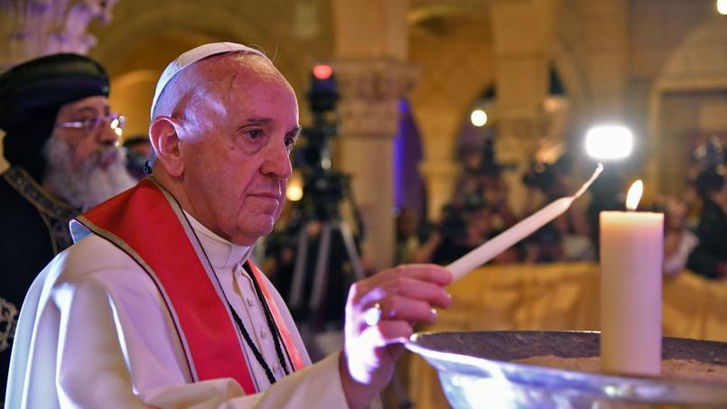 Le pape François a rendu hommage aux victimes de l'attentat du 11 décembre contre l'église copte Saint-Pierre-et-Saint-Paul au Caire, le 28 avril.
