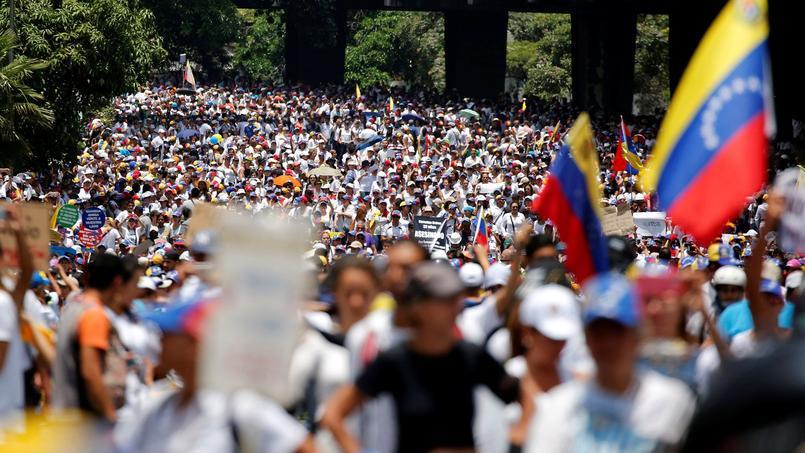 Des milliers de femmes ont manifesté samedi contre le président Nicolas Maduro.