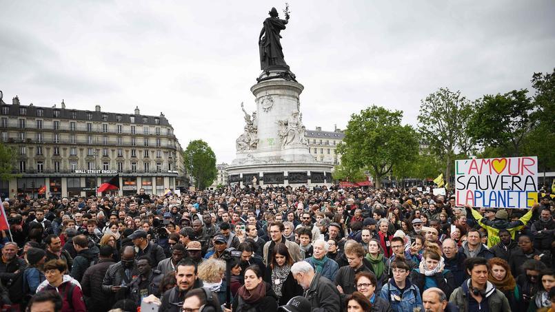 Les manifestants du collectif Front social, lundi après-midi, place de la République.