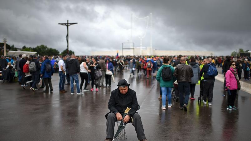 Tout au long de la journée, les groupes de pèlerins arrivés à pied de plusieurs régions du Portugal affluaient vers le sanctuaire.