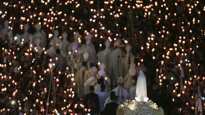 Les fidèles célèbrent l'apparition de la Vierge à deux bergers, il y a un siècle.
