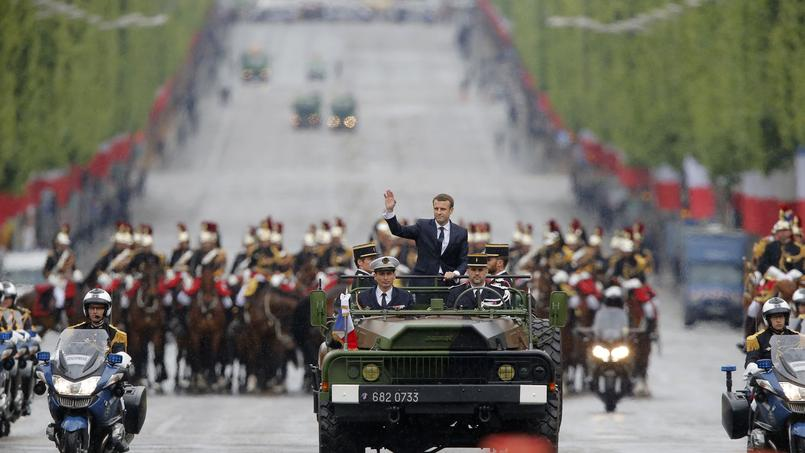 Emmanuel Macron sur les Champs-Elysées.