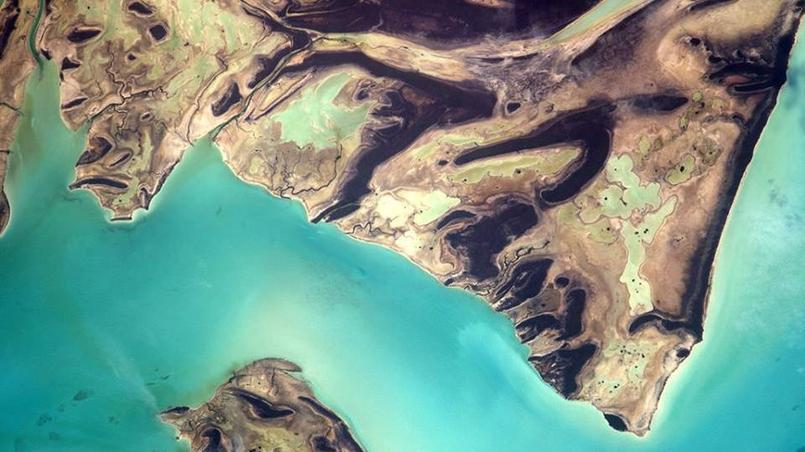 Formes et couleurs intrigantes aux Bahamas mais toujours un bleu de carte postale. Le 17 mai 2017