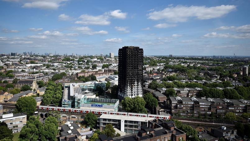 La tour carbonisée, à Londres.