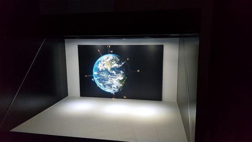 Hologramme représentant des systèmes d'observation de la Terre intelligents. DR