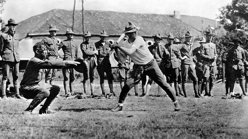 Des soldats americains jouant au baseball, 1917.