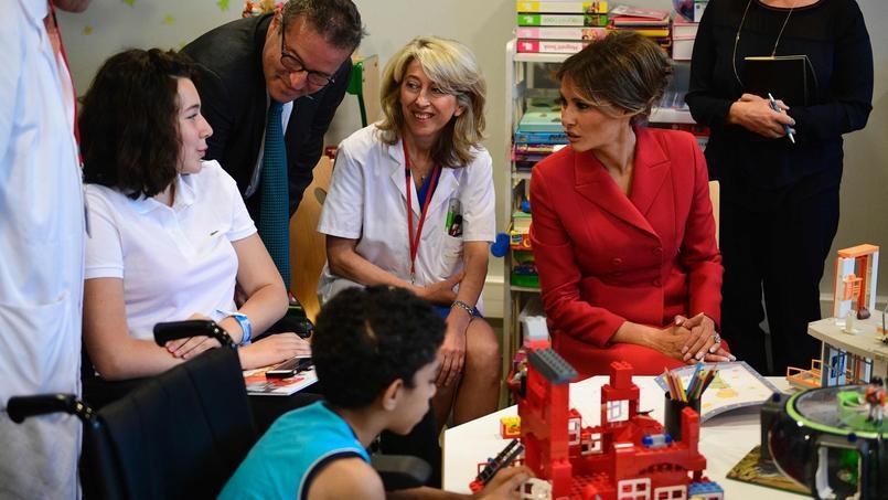 Melania Trump s'est rendue à l'hôpital Necker dans le 15ème arrondissement de Paris jeudi matin.