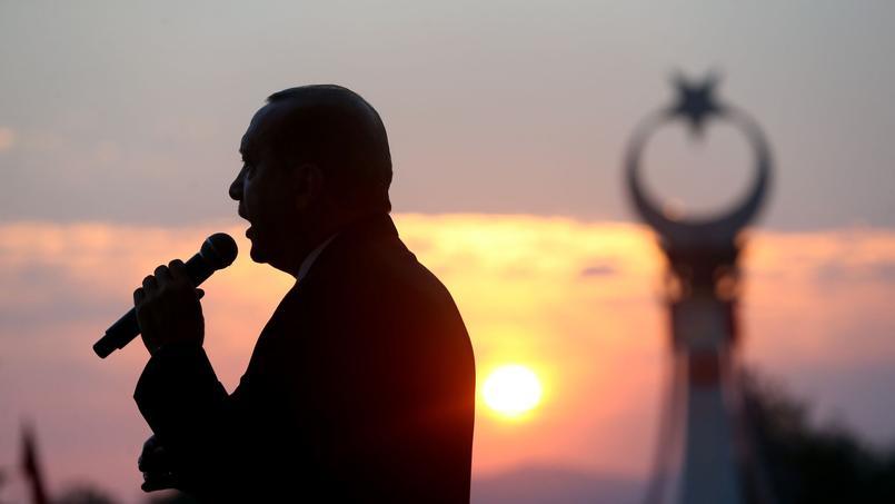 Le président Erdogan a inauguré au lever du jour dimanche un mémorial devant le palais présidentiel.