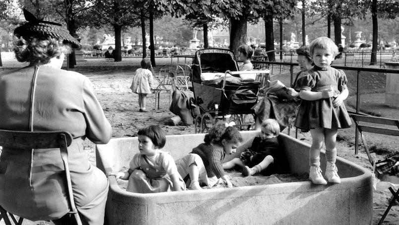 il y a cent ans les parisiens d couvrent les bacs sable. Black Bedroom Furniture Sets. Home Design Ideas