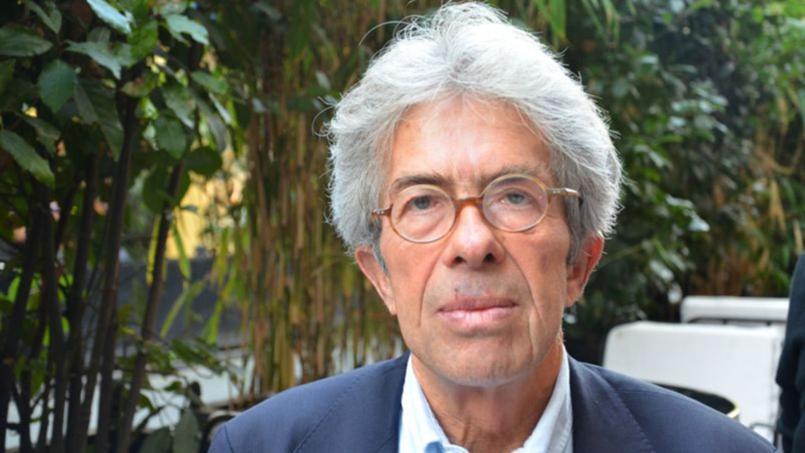 Juge d'instruction pendant l'affaire Grégory, Jean-Michel Lambert a débuté sa carrière à Epinal, dans les Vosges. Après s'être offert une année sabbatique en 1987, il a poursuivi sa carrière à Bourg-en-Bresse avant de la terminer au Mans.