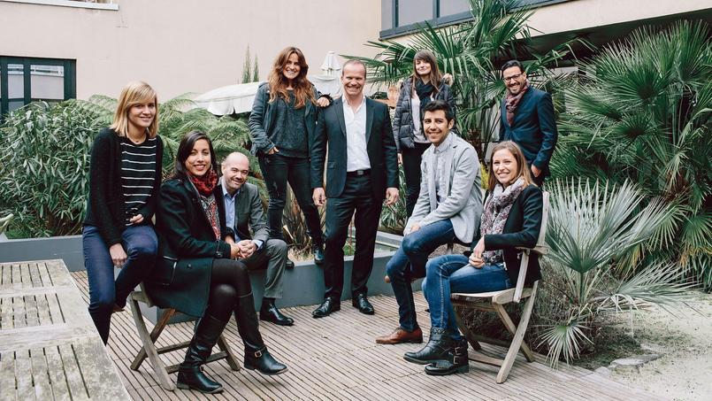 Édouard Mandelkern (debout, au centre), PDG de Davidson consulting, numéro un des entreprises de plus de 500 salariés.