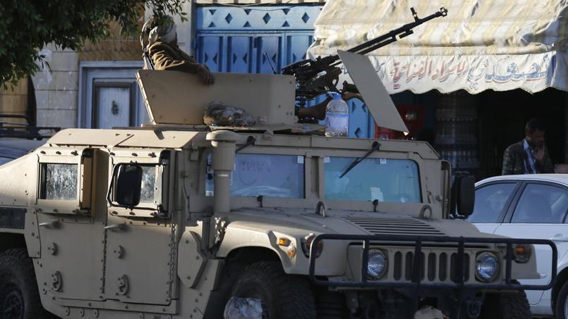 Véhicule militaire passé entre les mains des rebelles chiites houthi à Sanaa, la capitale. En représailles, l'aviation saoudienne a bombardé plusieurs sites tenus par les miliciens pro-iraniens.