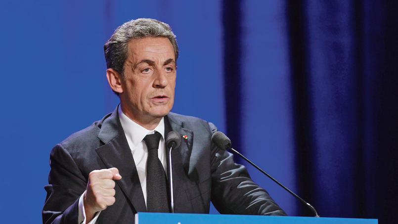 Nicolas Sarkozy en meeting à Asnières (Hauts-de-Seine), mardi.