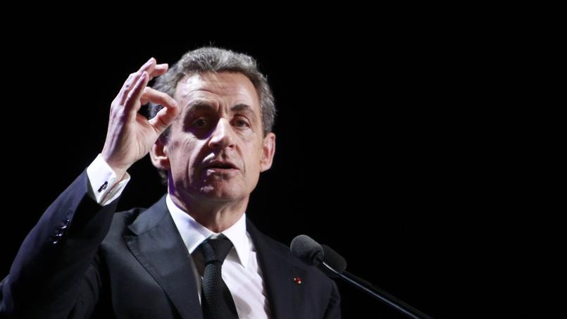 Le président de l'UMP Nicolas Sarkozy en meeting, vendredi à Asnières.