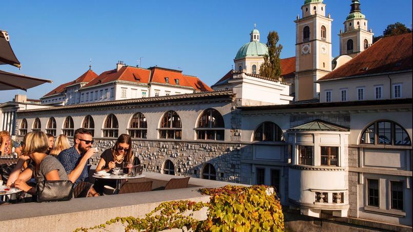 Ljubljana trouve l'équilibre parfait entre taille humaine et douceur de vivre et l'on ne résiste pas à ses terrasses ensoleillées.
